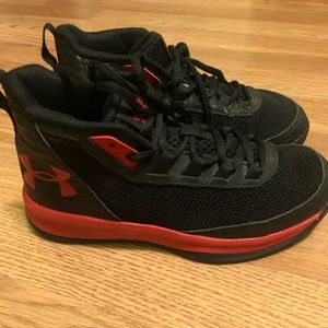 Boys Under Armour Basketball Sneakers 1.5y